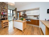 QUEBEC WHARF, E8: STUNNING 2 BED CANALSIDE APARTMENT - WOODEN FLOORS - HIGH SPEC - AVAILABLE NOW