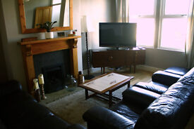 DOUBLE ROOM AVAILABLE IN SUPERB PROFESSIONAL MEANWOOD HOUSE - STRICTLY NON SMOKING !! BILLS INC!!