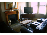 DOUBLE ROOM AVAILABLE IN SUPERB PROFESSIONAL MEANWOOD HOUSE - STRICTLY NON SMOKING !! REDUCED PRICE!