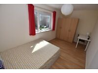 Double bedroom for COUPLES/2 FRIENDS, AVAILABLE right NOW! BOW ROAD, Cheap Low Deposit!