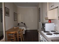 CHEAP DOUBLE BEDSIT***BAKER ST***MARYLEBONE****CALL NOW***ALL BILLS INCLUDED****NOT TO BE MISSED
