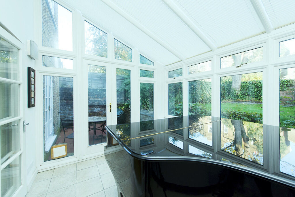 Unique 1043SqFt two double bedroom with study, conservatory and garden moments to Upper Street N1