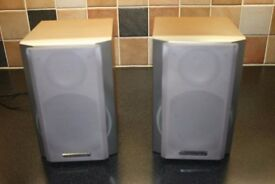 Sharp bookshelf speakers in Beech with cables