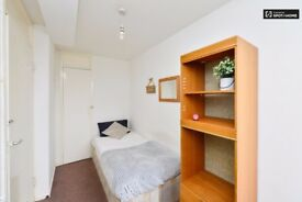 *R** SINGLE ROOM IN ARCHWAY WITH BALCONY 135 PW ALL BILLS INCLUDED