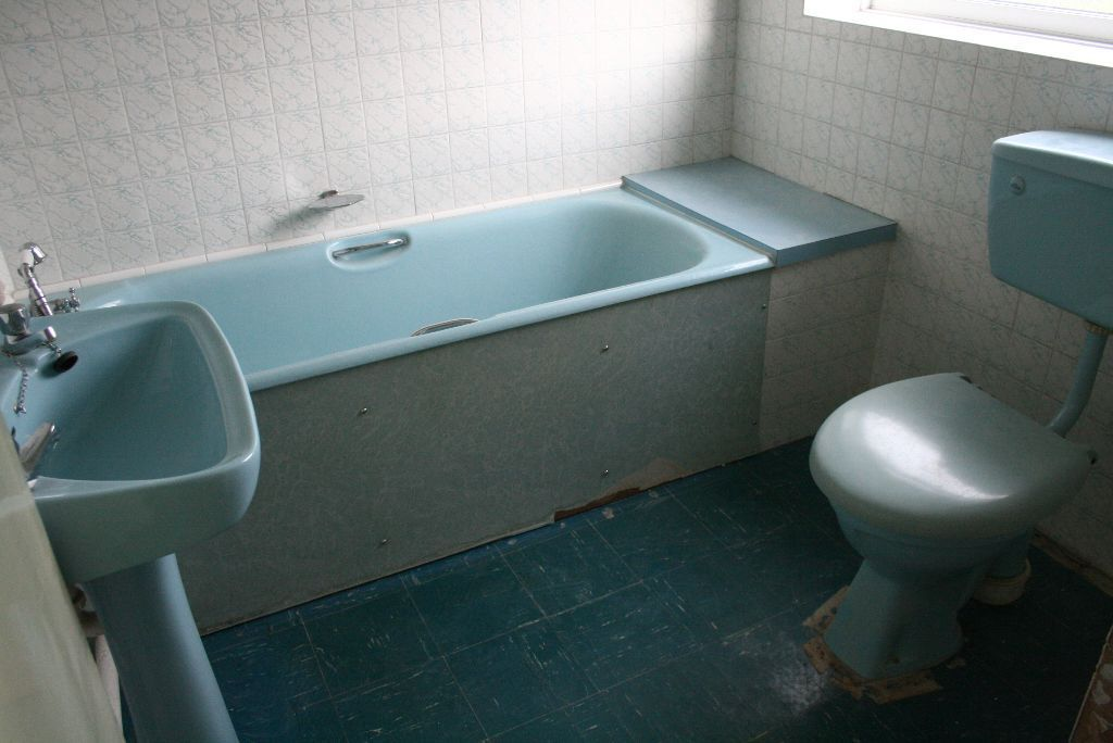Retro Turquoise Bathroom Suite Free To Collector