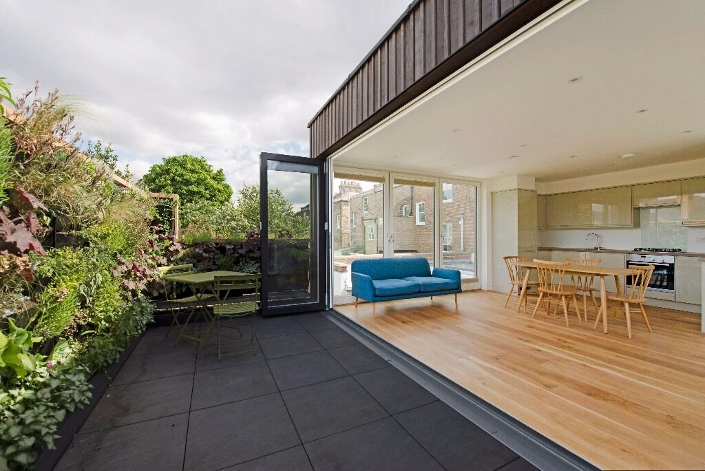 Spacious And Bright Two Bedroom House in De Beauvoir
