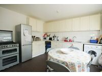 Huge double room beside Victoria Park