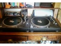Technics 1210 MK2 Pair / Good Condition / Flight Cases Included