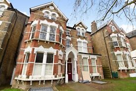 This lovely one bedroom conversion apartment to rent in Brockley - Breakspears Road