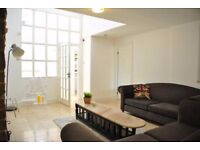 Rooms to rent in stylish, 6-bedroom house with garden in Barnes area