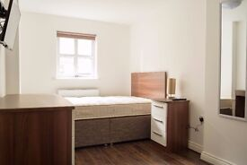 double room available in a 4 bedroom apartment- 10th july- All bills included - view now!