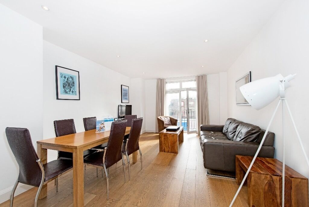 "Luxury 2 bed 2 bath in Vauxhall -40"" Television , iPod dock & dvd player included!"