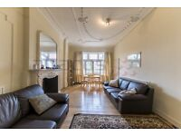 A Lovely 3 x Bedroom Garden Flat - 5 minutes from Kilburn Station - 07473-792-649