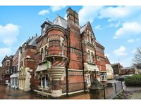 Large house with profitable Italian restaurant and a 2 bed flat for rent in Banbury