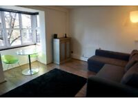 Lovely, airy 1 bedroom flat in South Bermondsey, with parking & communal garden