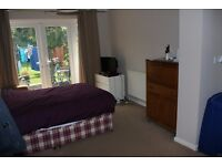 Double room with en-suite East Ewell