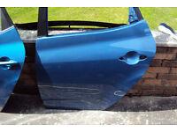 Kia Venga N/S/R door (Slight damage)