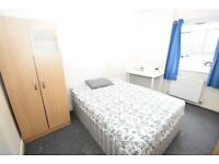 MILE END! EN-SUITE room on the CENTRAL LINE available right NOW!