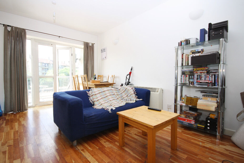 Spacious & Contemporary Two Bed Riverside Apartment Available In Canary Wharf