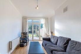 A Beautiful 4 x Bedroom Property in Kensal Rise - £630 per week - Call Shelley 07473-792-649