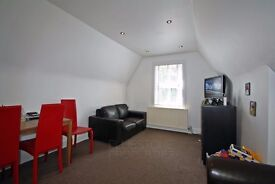 Two bedroom flat - Modern conversion - Off-Street Parking - Communal garden- SW16