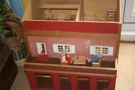 A doll's house with contents
