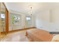 4 bedroom house in Battersea Bridge Road, London, SW11 (4 bed) (#569819)