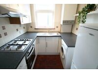 A well presented 2 bedroom furnished 1st floor flat on a quiet residential st SE25 CR0 AVAILABLE NOW