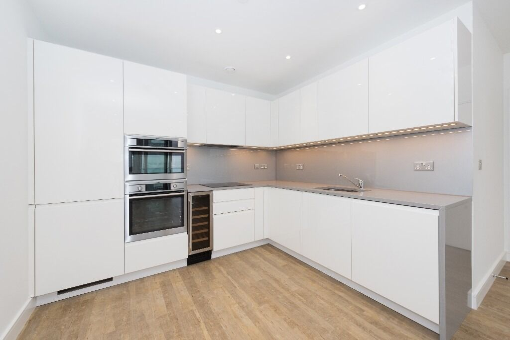 Modern 2 bed 2 bath with Gym and 24 hr porter included