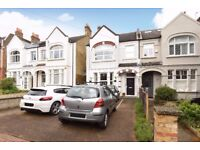 A one bedroom period conversion flat on Fontenoy Road - £1275pcm