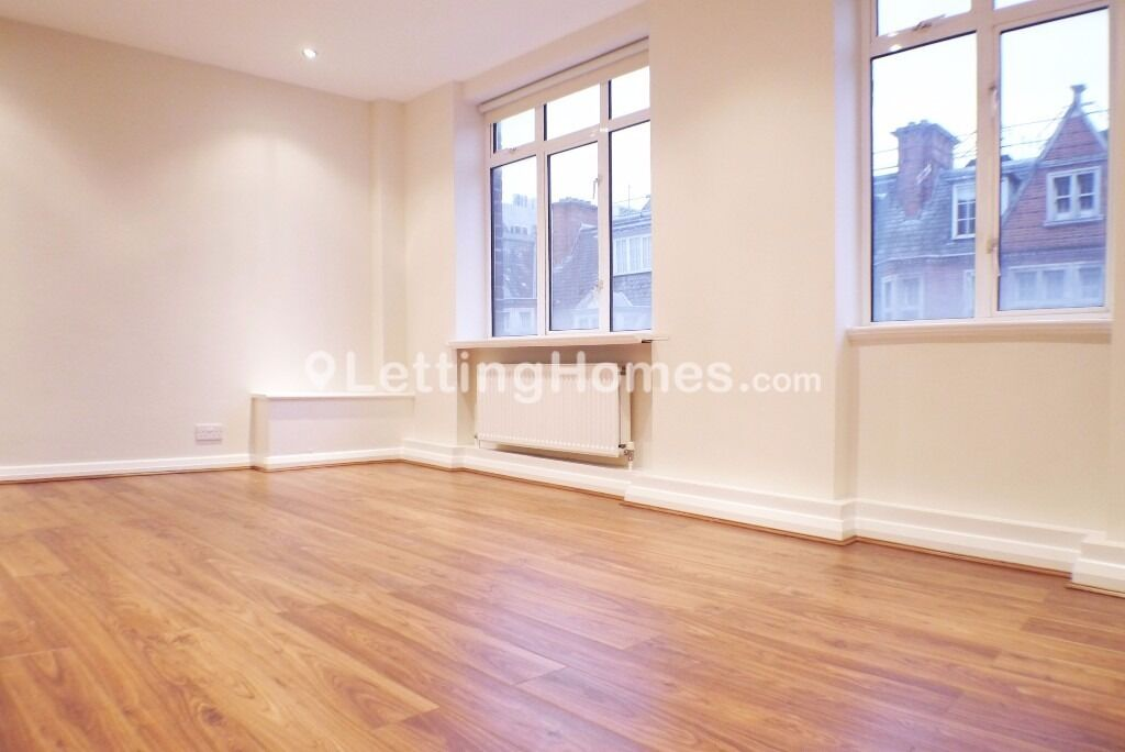 2/3 double bed MODERN bathroom and EN SUITE above Warren St tube - Perfect for UCL Students