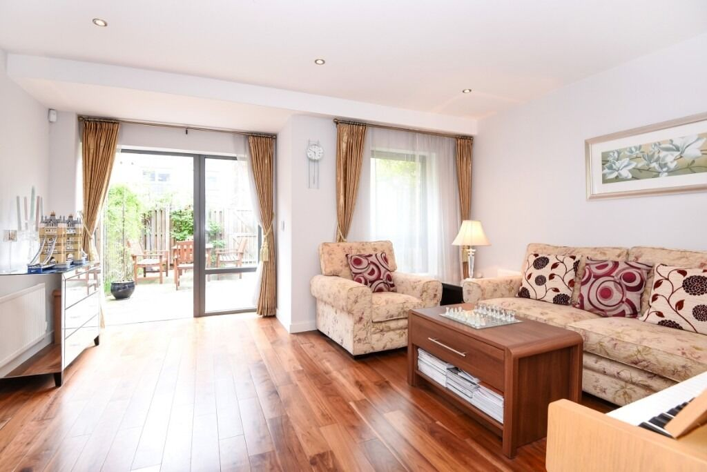 A stunning three double bedroom house offering plenty of living space throughout, Elbe Street, SW6
