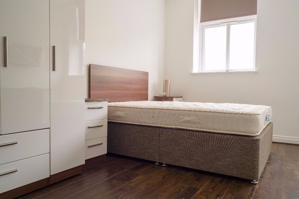 DOUBLE ROOM!! AMAZING CONNECTIONS, 1 MIN FROM KILBURN STATION!