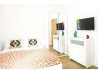 STUDENT ROOM TO RENT IN SALFORD. DOUBLE EN-SUITE WITH PRIVATE ROOM, PRIVATE BATHROOM, SHARED KITCHEN