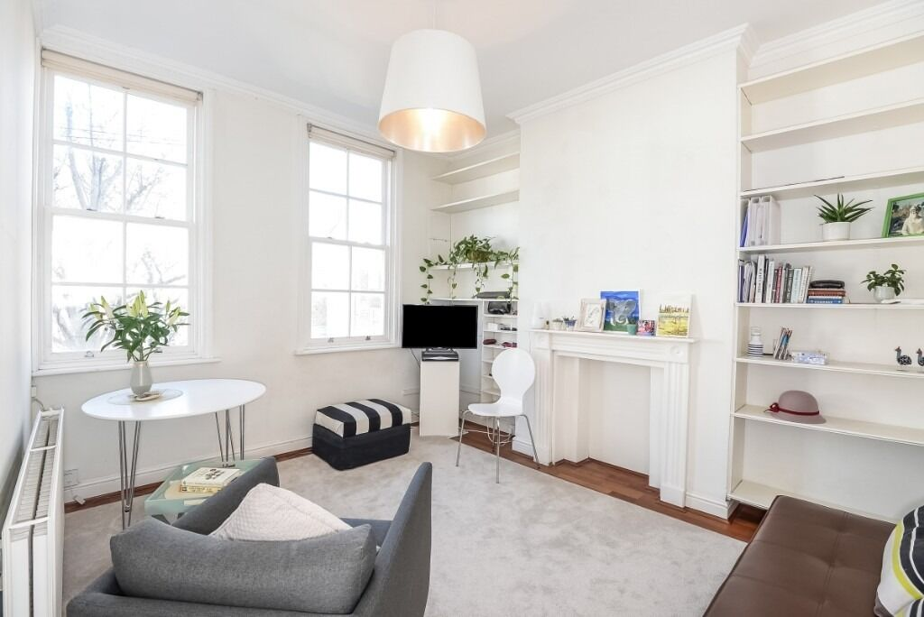 A charming three double bedroom flat, located on Anselm Road, SW6