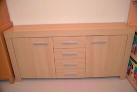Dinning room side board table solid in very good condition