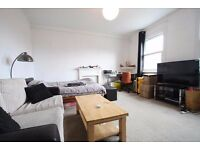 Top floor furnished 1 bed flat, heart of Whitechapel, walk to tube stations, shops & into the City