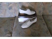 Ladies cream lace-up shoes, size 6, width G