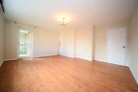 Refurbished 2 bedroom flat in Temple Fortune
