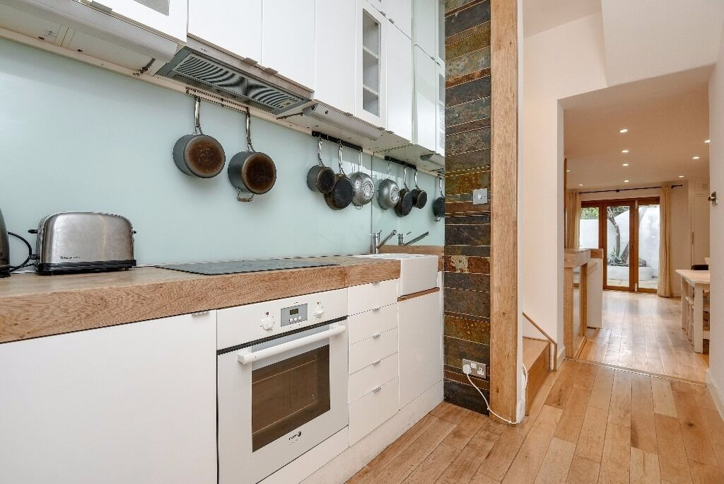 *AVAILABLE NOW* A BEAUTIFULLY PRESENTED TWO DOUBLE BEDROOM FLAT WITH PRIVATE GARDEN ON WEBBS ROAD