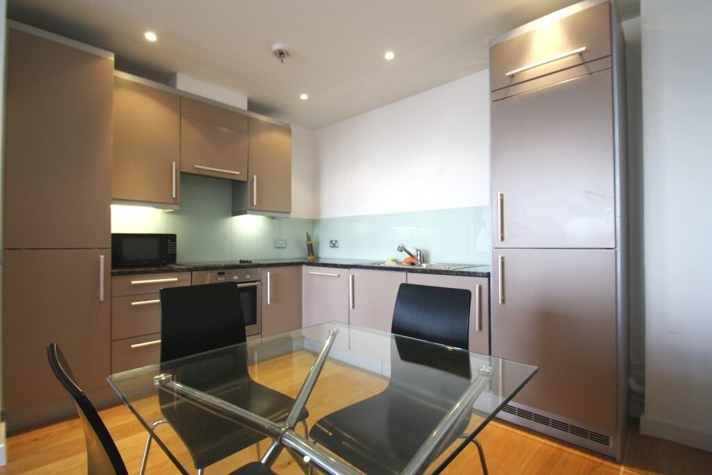 ***ONE BEDROOM apartment***FURNISHED***Ideal commute to the city**
