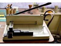 Heavy duty paper cutter - needs some adjustment - very solid - 15 kilos in weight
