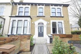 3 bedroom flat in Evering Road, London, E5 (3 bed) (#1107874)