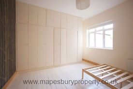 3 Bedroom Flat in Kilburn NW2 - Ideal for Family - Near Stations & Amenities - Available Now