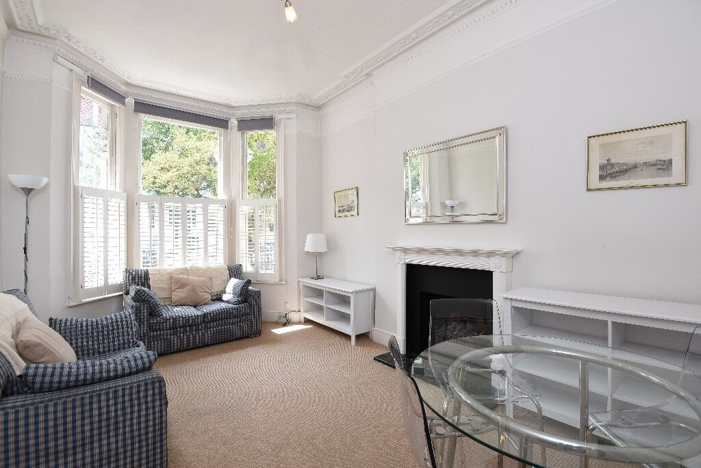 A charming two bedroom flat in a period conversion ideally placed on Rostrevor Road, SW6