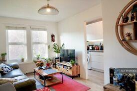 1 bedroom flat in Warrender Road, London, N19 (1 bed) (#1015802)