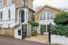 *MUST SEE* STUNNING UNIQUE 3 BEDROOM HOUSE - AVAILABLE NOW - SE13
