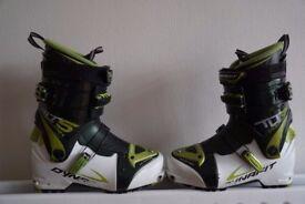 Ski Touring Boots (Lightweight). Dynafit TLT5 Mountain size mondo 27.0 (8.5)