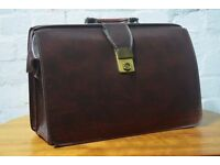 vintage brown leather briefcase with key (DELIVERY AVAILABLE)