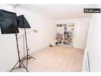 SE25 Zone4 Croydon Selhurst PHOTO-VIDEO STUDIO £65 per day PRODUCTIONS FILMS COMMERCIAL ADV SHOOTS